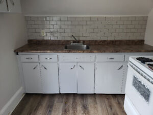 Wolfville - 3 Bedroom Apt - May 1, 2020 - All Util. Included!