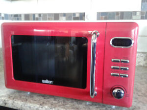 Brand New Salton Microwave Oven - Retro Look