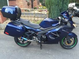 Triumph Sprint 1050 GT 2011 - Loads of Extras!
