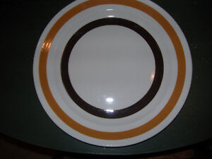 """""""Colleen"""" Kitchenware - Brown & Butterscotch Dinner Plate Kawartha Lakes Peterborough Area image 1"""
