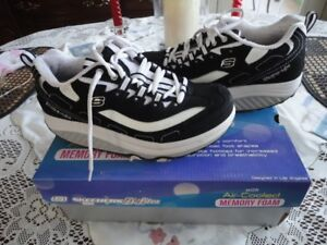 2 Pair Lady s Skechers Shape up size 7