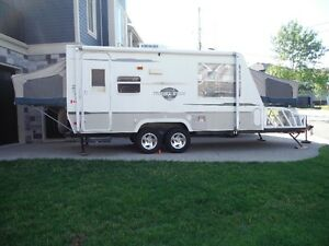 2004 Starcraft 21 Foot Hybrid Trailer with Toy Hauler