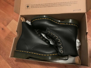 VEGAN LEATHER Dr. Martens NEVER WORN IN BOX