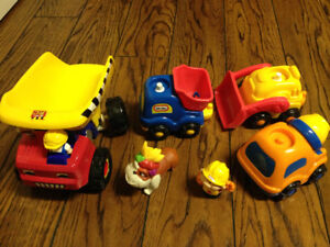 4 Petits camions jouets