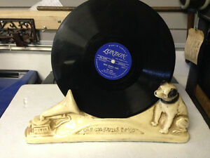 VINTAGE HIS MASTER'S CHOICE RECORD HOLDING SIGN BASE RCA NIPPER