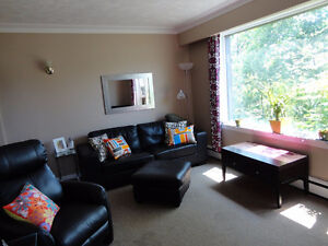 West End 2 bed modern sunny apt with private entrance and patio.