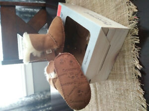 Bearpaw infant boots size 6-12 months. Like new.