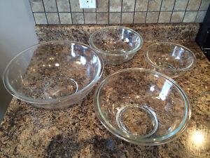 4 Piece Glass Bowl Set