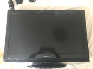 Mint condition 32'' DYNEX TV with WALL MOUNT