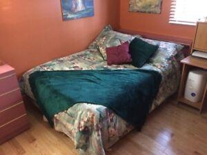 Set de chambre complet pour fille. À voir
