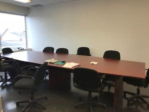 Table de conférence. 14 pi x 7 pieds