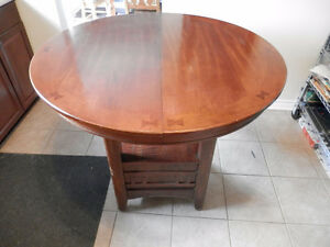 High oval/round table with chairs