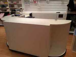 Retail wrapping / cash counter