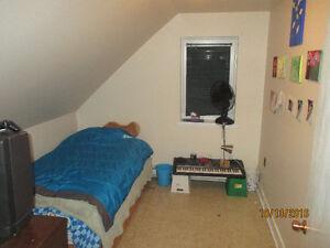 Two Bedroom! Quiet Renfrew Neighbourhood!