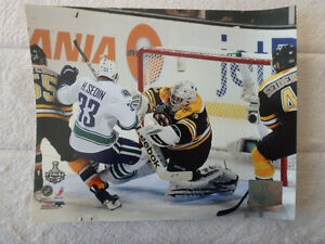 "Tim Thomas Boston Henrik Sedin Vancouver 10"" x 8"" Action Photo"