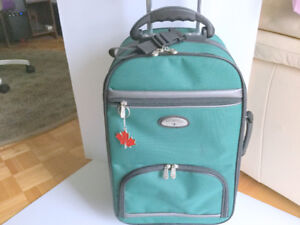 (Carry-On) 'Primicia' 23'' Rolling Duffel Bag (Free Charm) Light