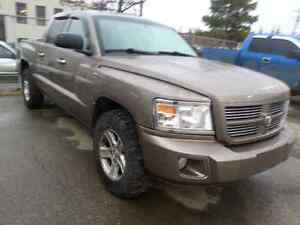 2010 Dodge Dakota SXT Crew Cab 4x4 Pickup Truck