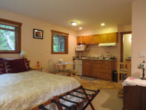 Cosy Tofino Room. Short term nightly rental for 2-4 people! (Tof