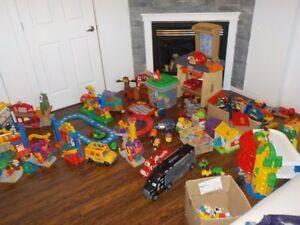 exceptionnel lot de jouets-little people cirque,garage,établi