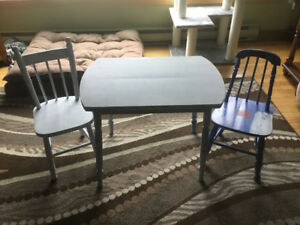 Child's Table & chairs set