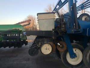 2000 Kinze 2700 24 Row Planter London Ontario image 2