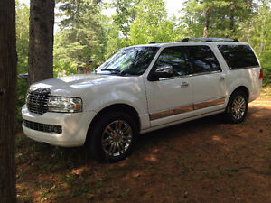 2010 Lincoln Navigator L (the longest version) VUS