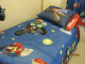 MARIO BEDDING, SHEETS, CURTAINS.    EX. CONDITION  REDUCED.