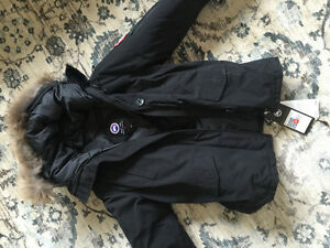 WOMENS CANADA GOOSE JACKET - Size small, never worn, GREAT price