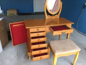 vanity makeup set ( table and bench)  with mirror and drawers