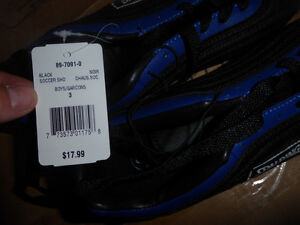 NEW Spalding soccer shoes, youth size 3 $ 10, others size 2 $ 7 Kitchener / Waterloo Kitchener Area image 2
