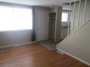 2bdrm Condo Incl/Washer/Dryer/Bsmnt/Parking (ARCHIBALD ST)