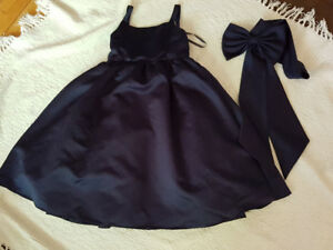 David's Bridal Sz 4-6 Flower Girl Dress- Navy blue with a bow!