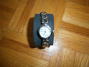 EXCELLENT  LADY WATCH