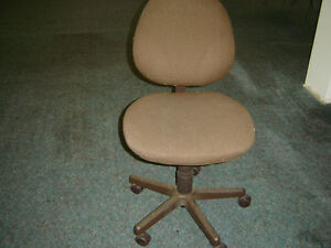 Used office furniture for sale chairs desks counter.wheeler Regina Regina Area image 5