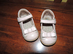 1 pair of Robeez Tredz 12-16 m, gently used shoes