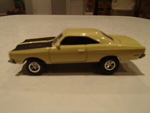 Loose Yelow Gold 1969 '69 PLYMOUTH ROAD RUNNER by JOHNNY LIGHTNI Sarnia Sarnia Area image 3