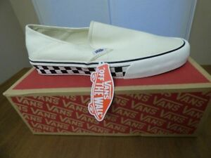 BNIB Vans Classic Slip-on Shoe w Checkered Sole - Size 12