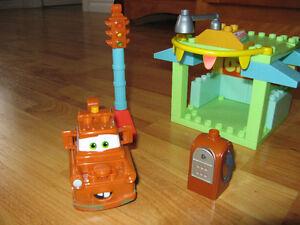 Disney Pixar Cars Mega Bloks 7768  Mater et la station service