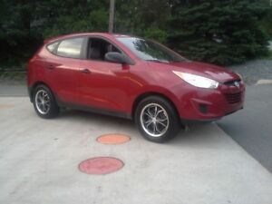 2010 HYUNDIA TUCSON AWD !! VERY SHARP !! AWD !!