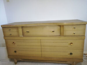 DRESSER HAS 5 BIG DRAWERS AND 2 SMALL ONES