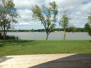 WATER FRONT HOME ( 12 mins from Selkirk ) Sand Beach!