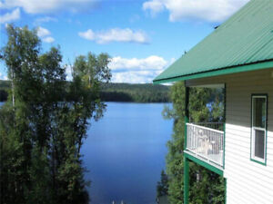 EARLY BIRD Birch Haven - A luxury cottage on Horsefly Lake