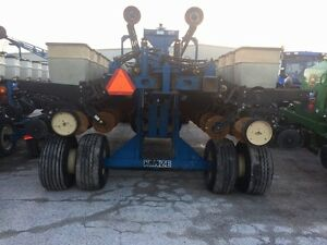 2000 Kinze 2700 24 Row Planter London Ontario image 6