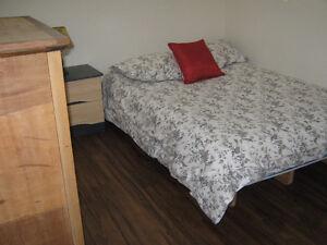 Chambre à louer dans logement neuf au sous-sol.