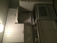Newly renovated 4bedroom basement suit close to university
