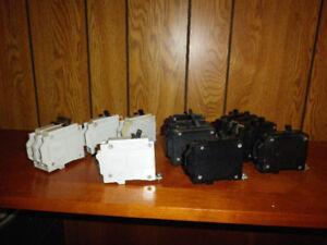 Disjoncteurs (circuit breakers)