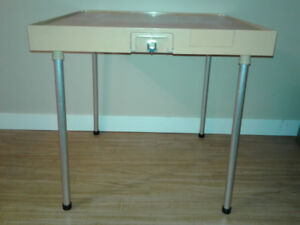 FOLD AND CARRY CARD TABLE