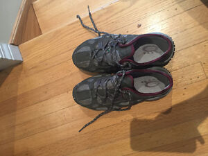 Woman's steel-toed shoes size 6.5