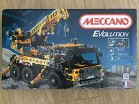 Meccano evolution crane 8200 brand new + unopened!!