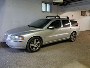 2006 Volvo v70 SE wagon 2.5t Fully loaded,a1 mech.low kms $5000.